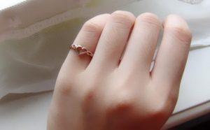 Nhẫn đeo ngón út